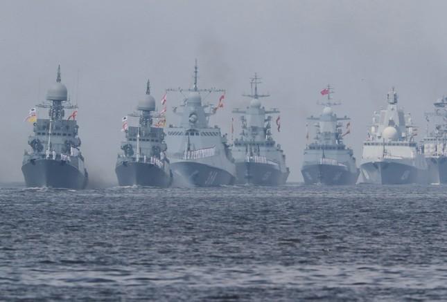 Xem dàn chiến hạm Nga rẽ sóng thị uy sức mạnh hải quân ảnh 1