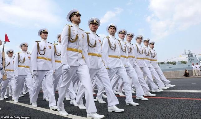 Xem dàn chiến hạm Nga rẽ sóng thị uy sức mạnh hải quân ảnh 4