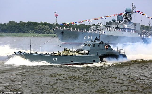 Xem dàn chiến hạm Nga rẽ sóng thị uy sức mạnh hải quân ảnh 19