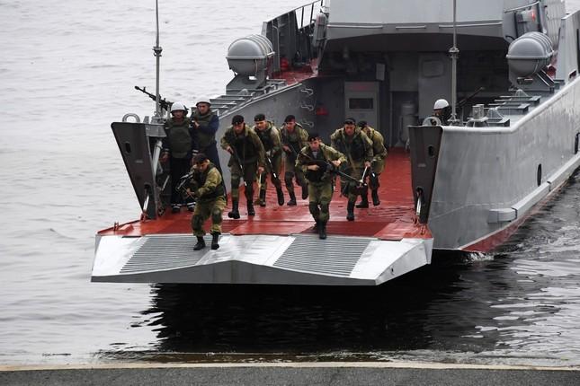 Xem dàn chiến hạm Nga rẽ sóng thị uy sức mạnh hải quân ảnh 20