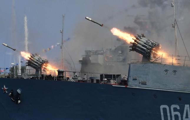 Xem dàn chiến hạm Nga rẽ sóng thị uy sức mạnh hải quân ảnh 21