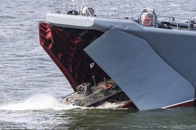 Xem dàn chiến hạm Nga rẽ sóng thị uy sức mạnh hải quân ảnh 23