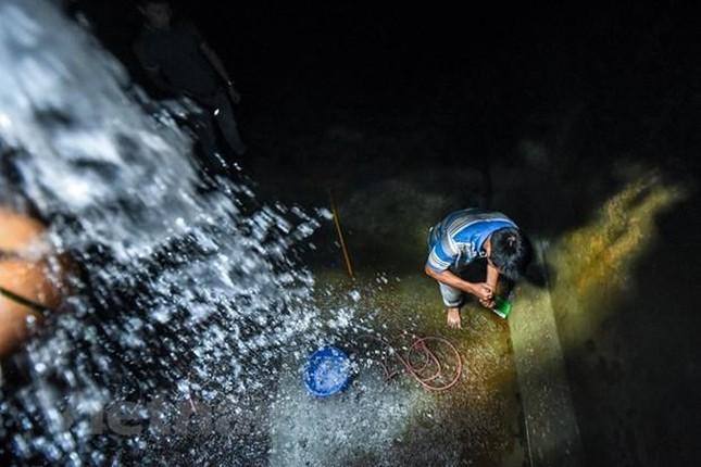 Viwaco thau rửa bể chung cư phát hiện nước đen kịt nồng nặc mùi ảnh 9
