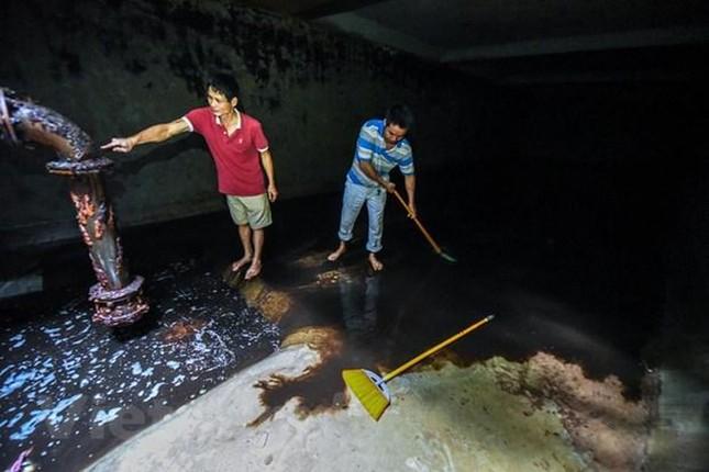 Viwaco thau rửa bể chung cư phát hiện nước đen kịt nồng nặc mùi ảnh 3