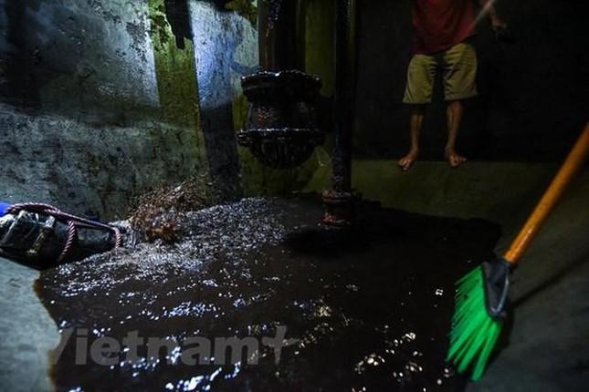 Viwaco thau rửa bể chung cư phát hiện nước đen kịt nồng nặc mùi ảnh 7