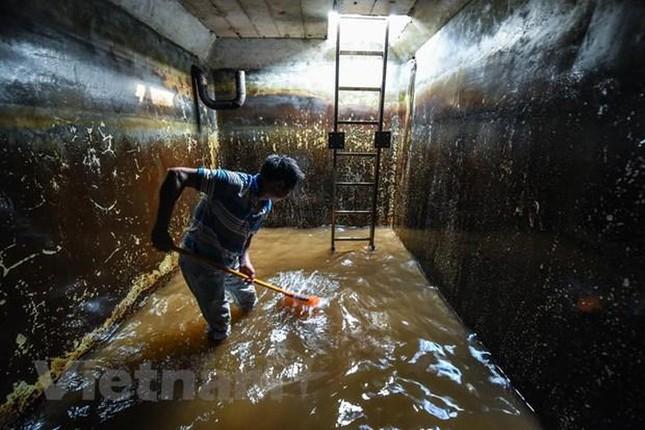 Viwaco thau rửa bể chung cư phát hiện nước đen kịt nồng nặc mùi ảnh 13
