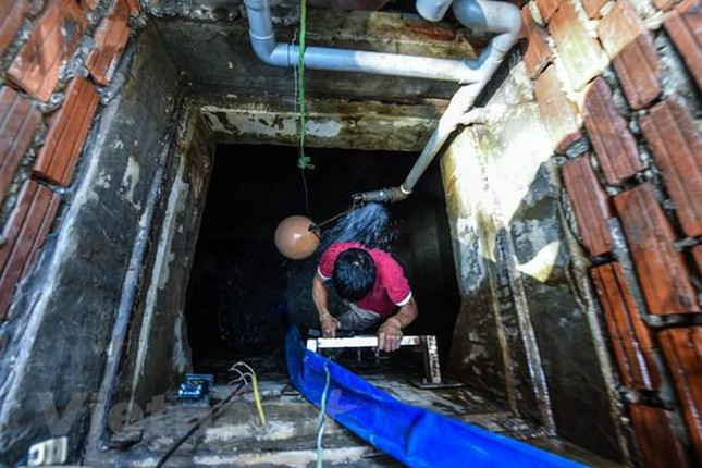 Viwaco thau rửa bể chung cư phát hiện nước đen kịt nồng nặc mùi ảnh 2