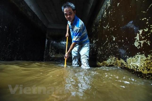 Viwaco thau rửa bể chung cư phát hiện nước đen kịt nồng nặc mùi ảnh 12