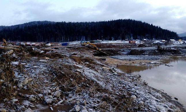 Vỡ đập ở mỏ vàng Nga, 13 người mất mạng ảnh 1