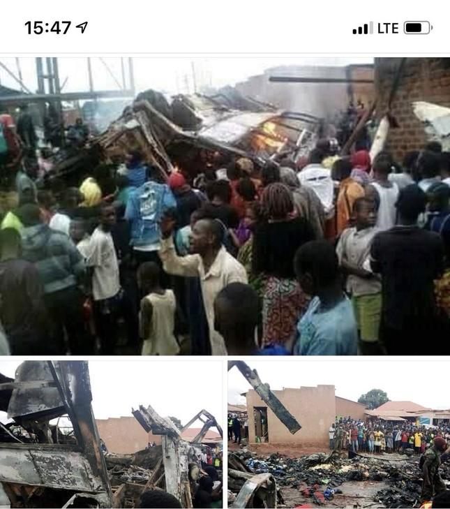 Xe khách lật úp vì mất phanh, 31 người chết thảm ảnh 1