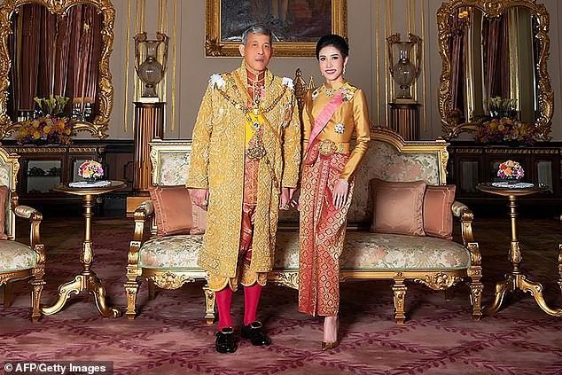 Nhan sắc Hoàng quý phi vừa bị phế truất vì bất trung ở Thái Lan ảnh 11