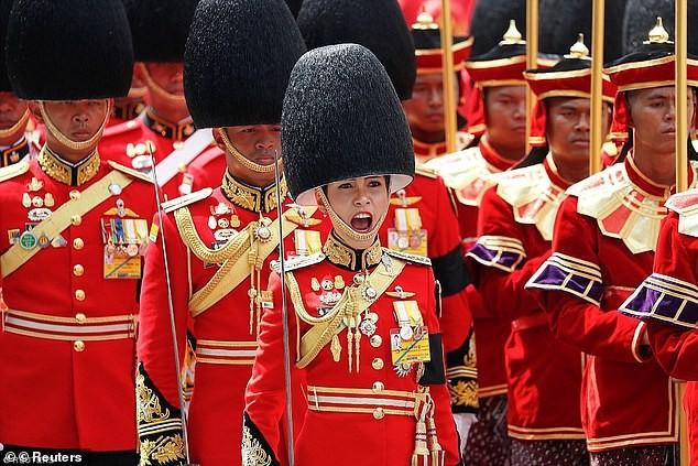 Nhan sắc Hoàng quý phi vừa bị phế truất vì bất trung ở Thái Lan ảnh 9