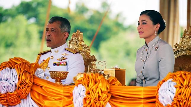 Hoàng hậu Thái Lan Suthida Vajiruslongkorn: 6 năm từ thiếu uý lên đại tướng ảnh 9