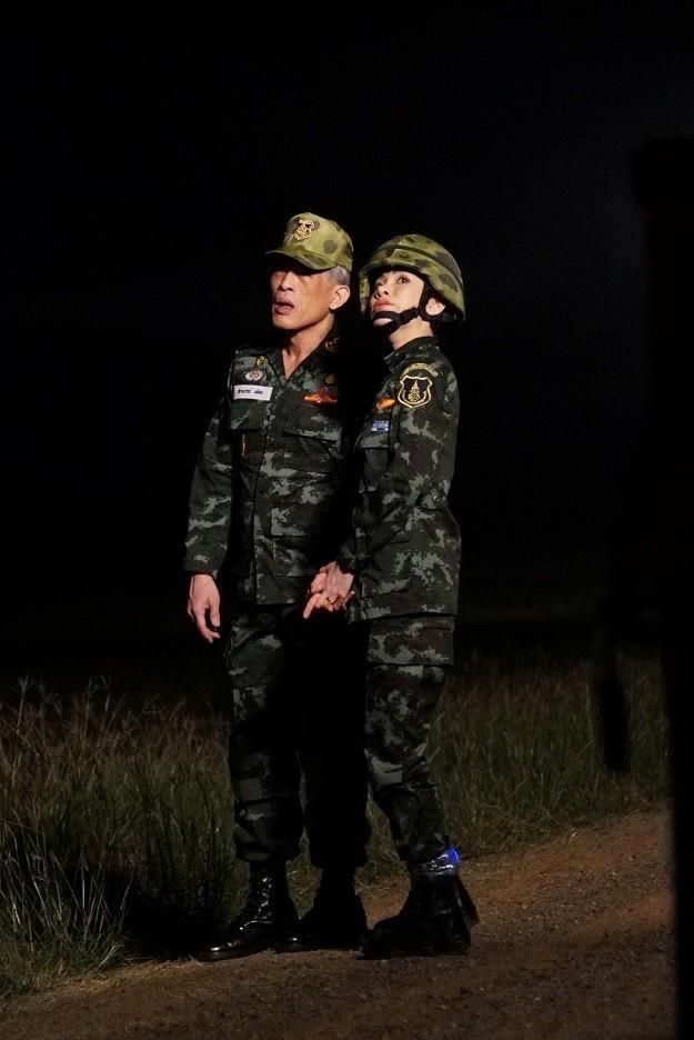 Loạt ảnh hiếm về binh nghiệp Hoàng quý phi Thái Lan vừa bị phế truất ảnh 13
