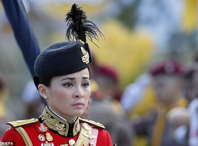 Hoàng hậu Thái Lan Suthida Vajiruslongkorn: 6 năm từ thiếu uý lên đại tướng ảnh 7