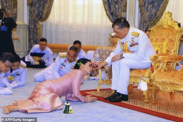 Hoàng hậu Thái Lan Suthida Vajiruslongkorn: 6 năm từ thiếu uý lên đại tướng ảnh 11