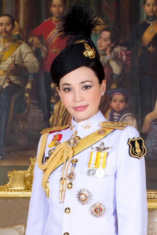 Hoàng hậu Thái Lan Suthida Vajiruslongkorn: 6 năm từ thiếu uý lên đại tướng ảnh 5
