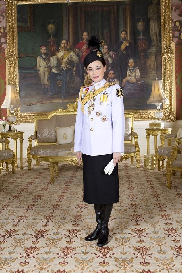 Hoàng hậu Thái Lan Suthida Vajiruslongkorn: 6 năm từ thiếu uý lên đại tướng ảnh 4