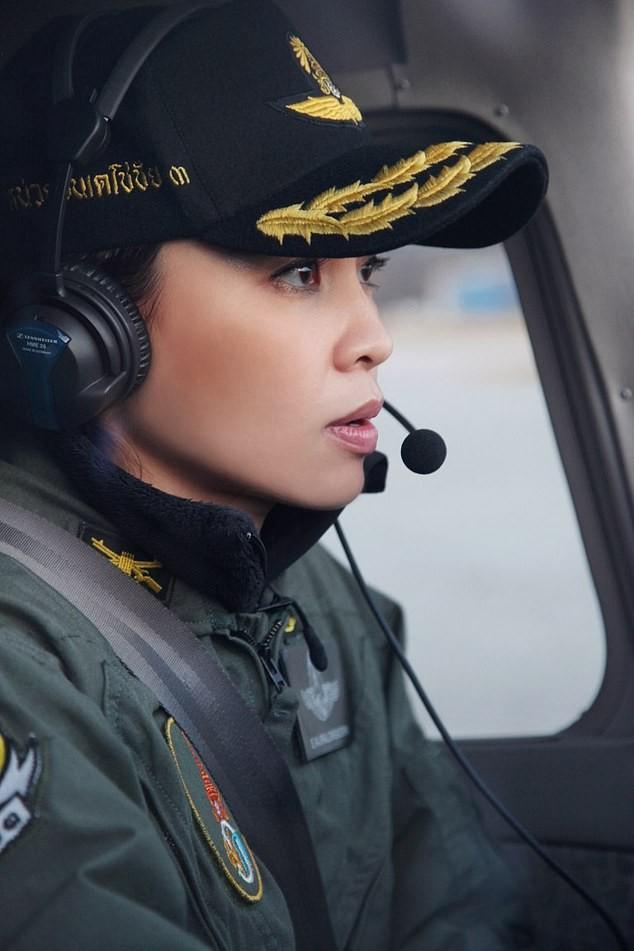Hoàng hậu Thái Lan Suthida Vajiruslongkorn: 6 năm từ thiếu uý lên đại tướng ảnh 3