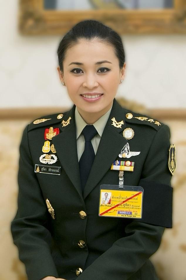 Hoàng hậu Thái Lan Suthida Vajiruslongkorn: 6 năm từ thiếu uý lên đại tướng ảnh 2