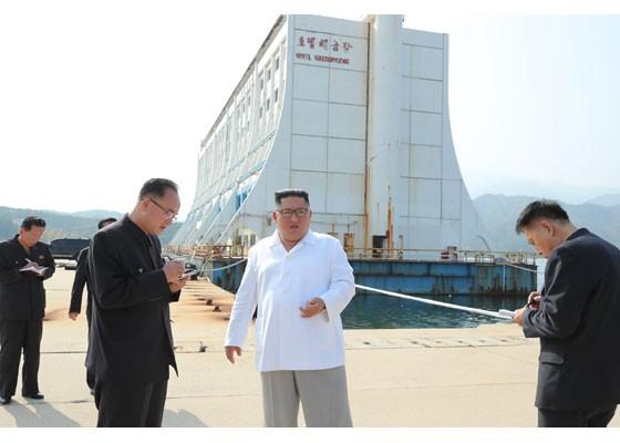 Phu nhân ông Kim Jong-un thăm núi thiêng Kim Cương sau 4 tháng ẩn mình ảnh 1
