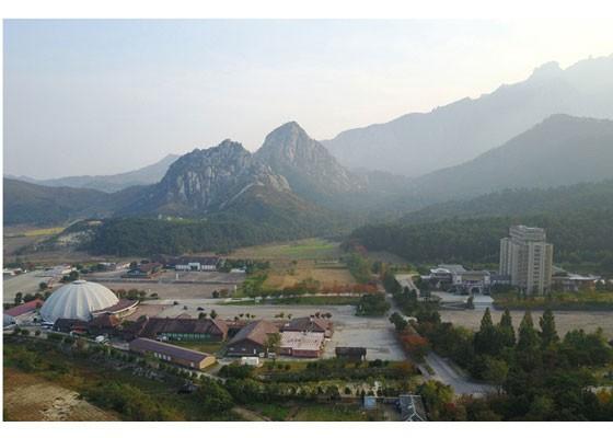 Phu nhân ông Kim Jong-un thăm núi thiêng Kim Cương sau 4 tháng ẩn mình ảnh 4