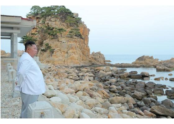 Phu nhân ông Kim Jong-un thăm núi thiêng Kim Cương sau 4 tháng ẩn mình ảnh 3