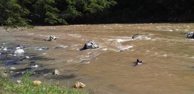 Máy bay Mexico lao xuống sông, nhiều người chết thảm ảnh 1