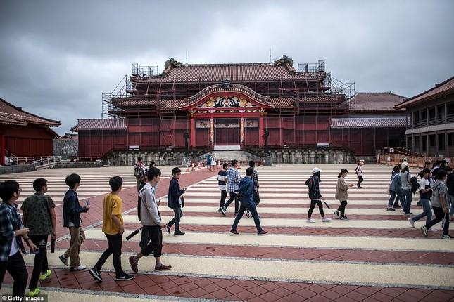 Dân Nhật bàng hoàng nhìn lâu đài 600 năm tuổi bị lửa thiêu rụi ảnh 12