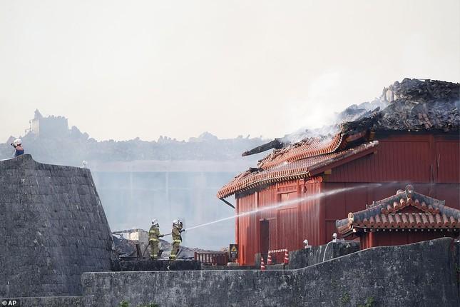 Dân Nhật bàng hoàng nhìn lâu đài 600 năm tuổi bị lửa thiêu rụi ảnh 11