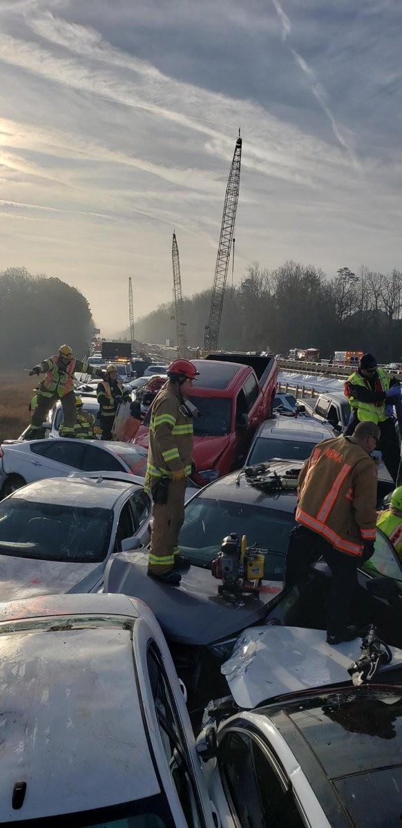 Gần 70 ô tô đâm 'dồn toa' trên cao tốc, hàng chục người bị thương ảnh 3