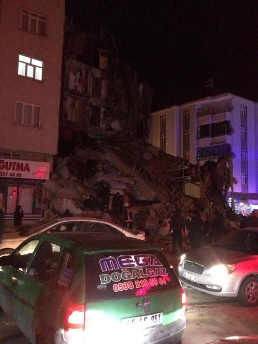 Thổ Nhĩ Kỳ rung chuyển vì động đất, hơn 560 người thương vong ảnh 1
