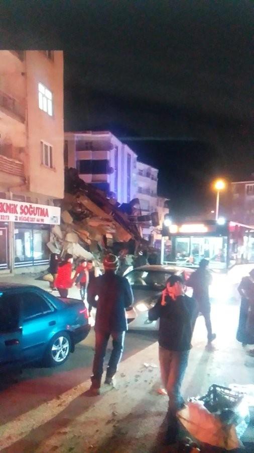 Thổ Nhĩ Kỳ rung chuyển vì động đất, hơn 560 người thương vong ảnh 2