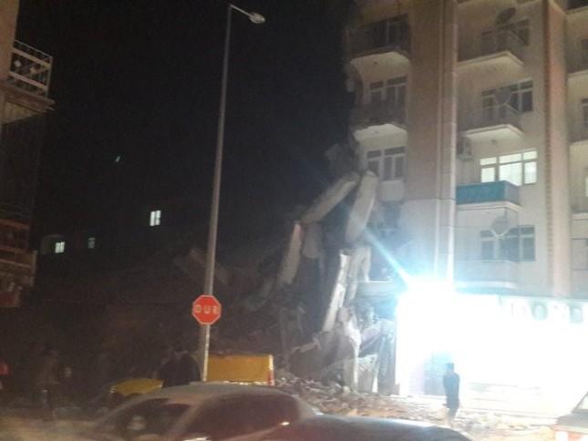 Thổ Nhĩ Kỳ rung chuyển vì động đất, hơn 560 người thương vong ảnh 3