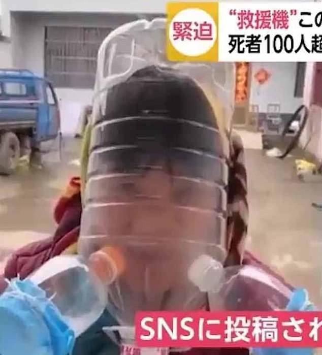 Người Trung Quốc đội chai nhựa, bọc túi nilon để tránh lây virus corona ảnh 8