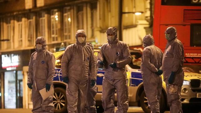 Nghi phạm 18 tuổi vừa ra tù đã tấn công khủng bố bằng dao ở London ảnh 1
