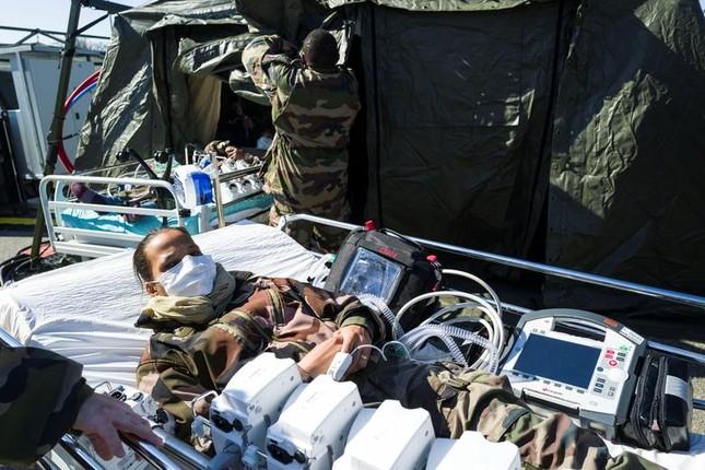 Hội chợ, sân bóng trên toàn cầu 'hóa' bệnh viện dã chiến chống COVID-19 ảnh 15