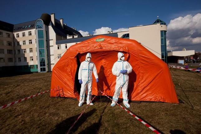 Hội chợ, sân bóng trên toàn cầu 'hóa' bệnh viện dã chiến chống COVID-19 ảnh 12