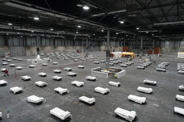 Hội chợ, sân bóng trên toàn cầu 'hóa' bệnh viện dã chiến chống COVID-19 ảnh 8