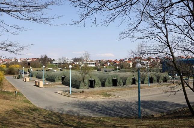Hội chợ, sân bóng trên toàn cầu 'hóa' bệnh viện dã chiến chống COVID-19 ảnh 1