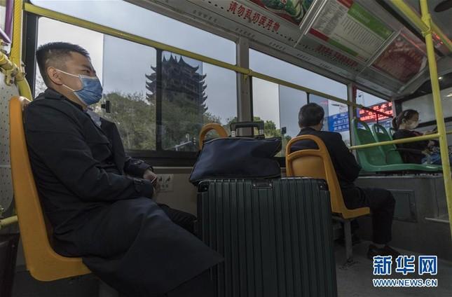Vũ Hán: 'Mùa xuân trở lại' sau 65 ngày cửa đóng then cài vì COVID-19 ảnh 12