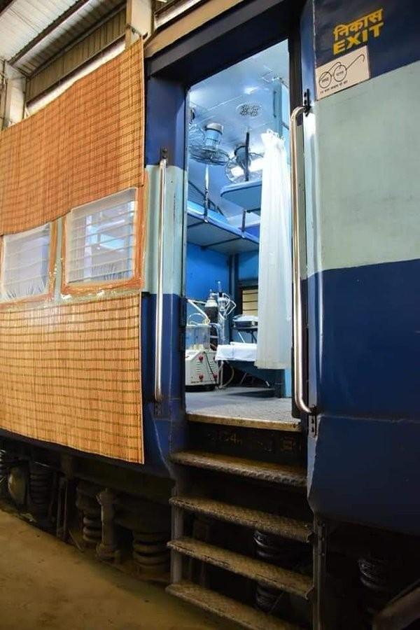 Học Ấn Độ, Pakistan biến tàu hỏa thành bệnh viện dã chiến chữa COVID-19 ảnh 2