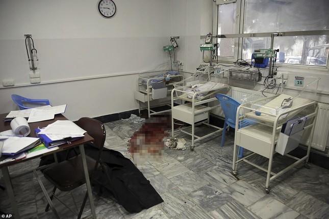 Afghanistan: Tấn công đẫm máu tại bệnh viện phụ sản, gần 30 người thương vong ảnh 3