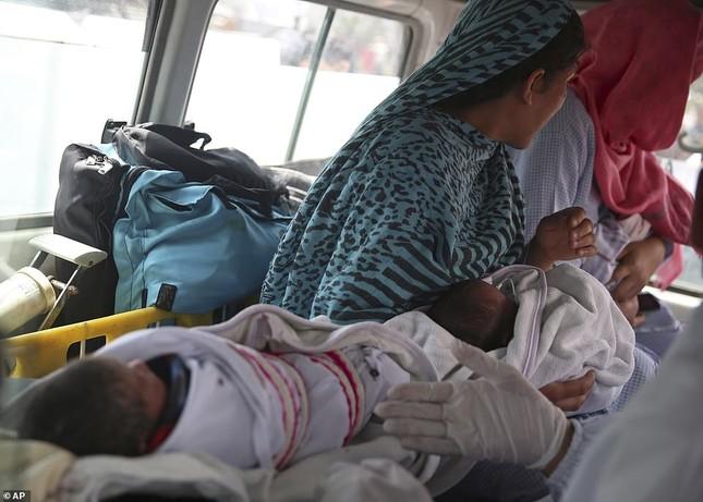 Afghanistan: Tấn công đẫm máu tại bệnh viện phụ sản, gần 30 người thương vong ảnh 2