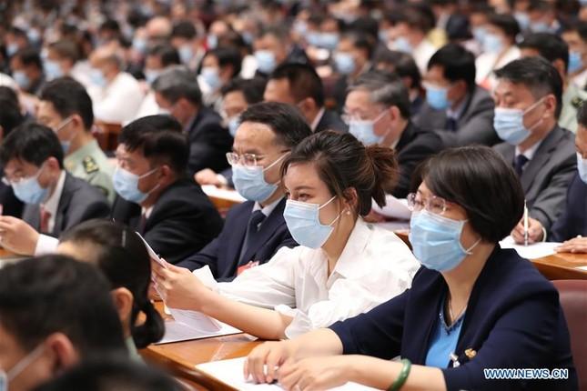 Trung Quốc: Mặc niệm nạn nhân COVID-19 trong lễ khai mạc Hội nghị Chính trị Hiệp thương ảnh 4