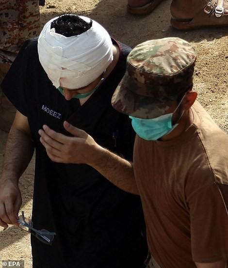 Pakistan: Hiện trường vụ máy bay chở hơn 100 người rơi trúng khu dân cư ảnh 11