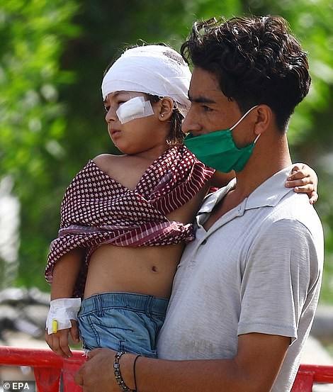 Pakistan: Hiện trường vụ máy bay chở hơn 100 người rơi trúng khu dân cư ảnh 12