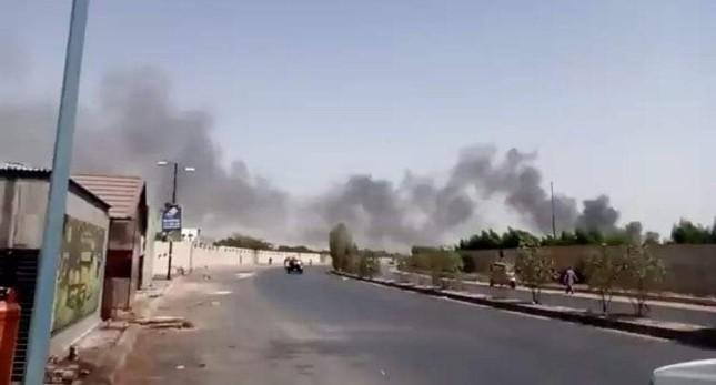 Pakistan: Hiện trường vụ máy bay chở hơn 100 người rơi trúng khu dân cư ảnh 6