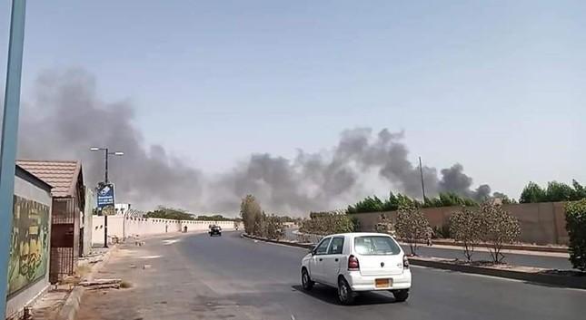 Pakistan: Hiện trường vụ máy bay chở hơn 100 người rơi trúng khu dân cư ảnh 7