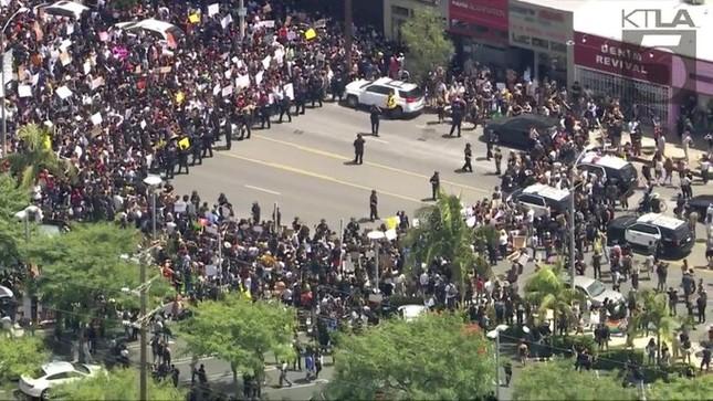 Bạo động leo thang, hàng loạt thành phố Mỹ ban bố lệnh giới nghiêm ảnh 1